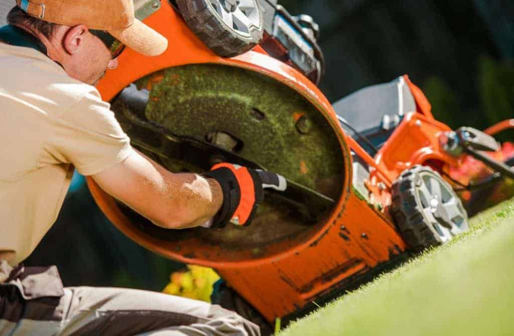 Signs You Need To Sharpen Your Riding Mowers Blades
