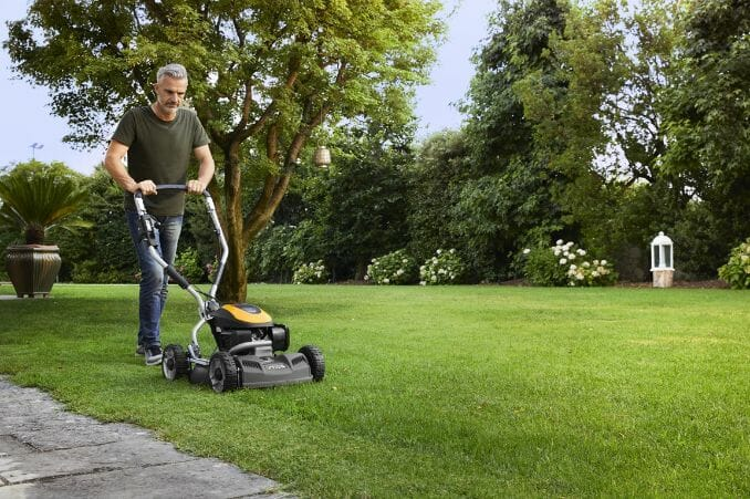 What Is a Mulching Lawnmower