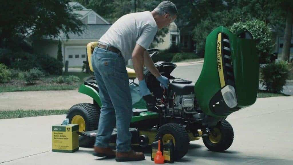 Why Does Lawn Mower Oil Need to be Changed Regularly